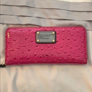 Marc by Marc Jacobs fish is pink wallet